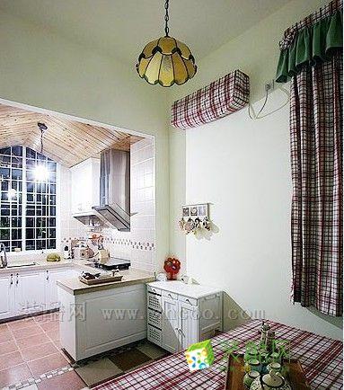 田园风格的空间采用杉木板作为吊顶,会显得充满自然质朴的感觉.